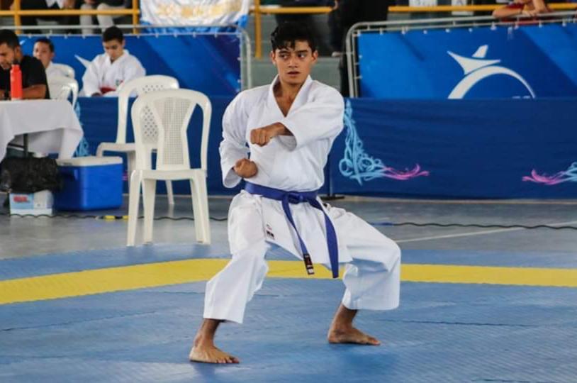 Joshua Núñez se baña de oro en torneo virtual de karate
