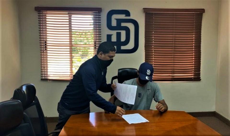 Tico Jake Pérez firmado por los Padres de San Diego