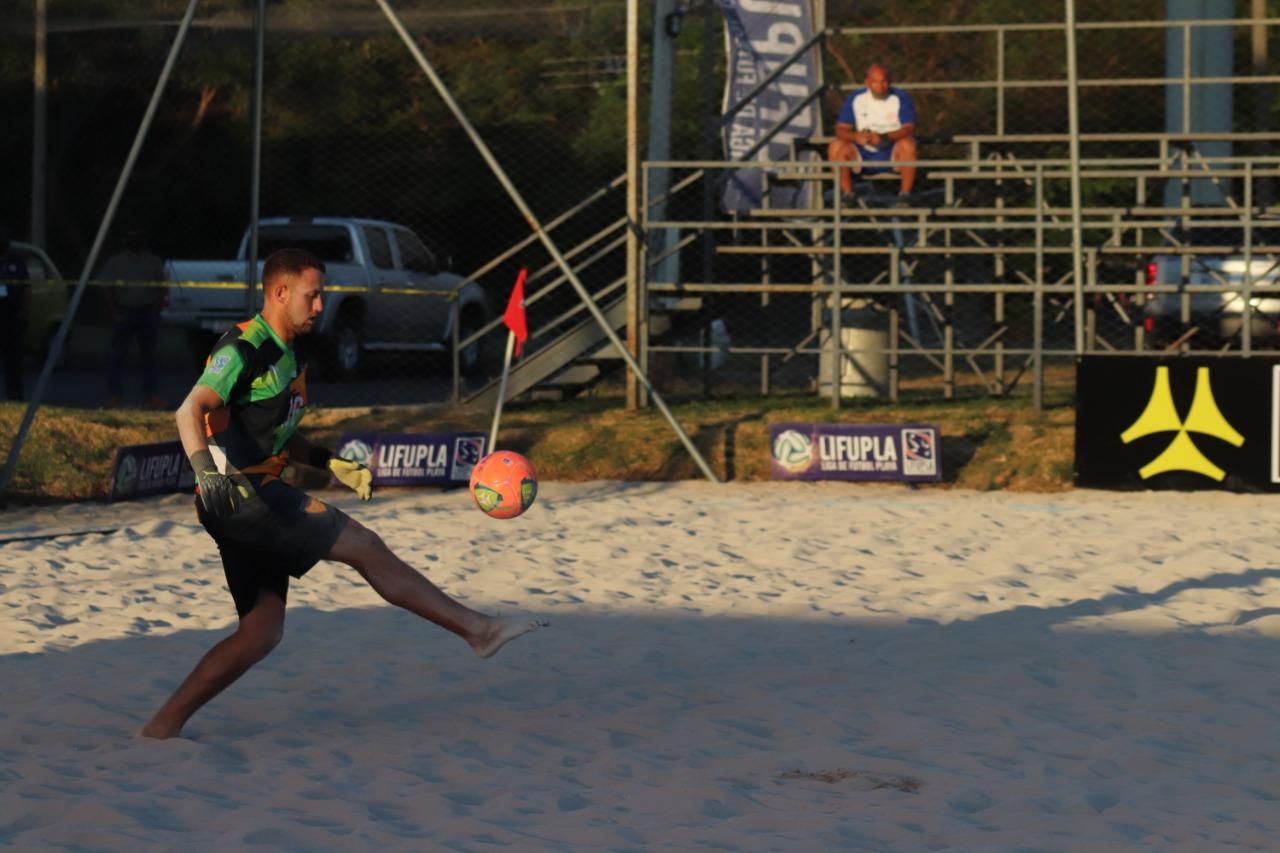 Primera fecha de Fútbol Playa tuvo un invitado de categoría mundial