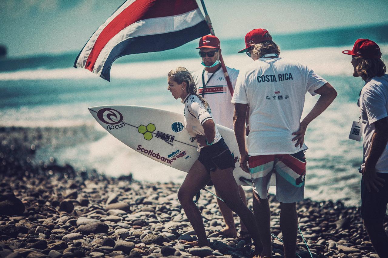 Leilani McGonagle regresa a Costa Rica como clasificada olímpica y quinta mejor surfista en el mundo