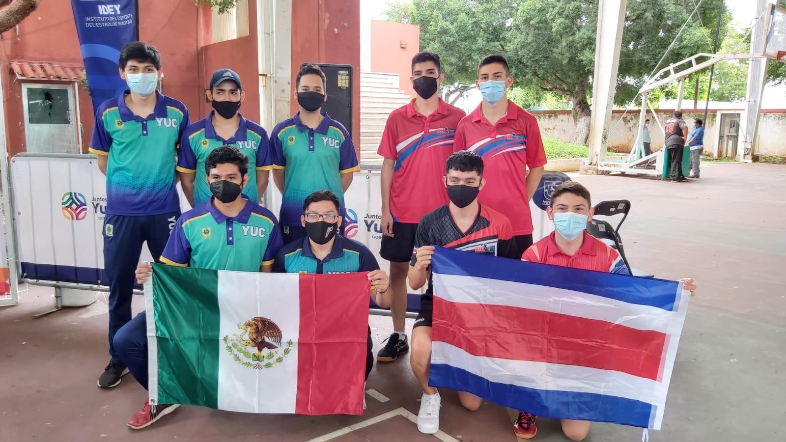 Cinco tenismesistas ticos realizan un campamento en México