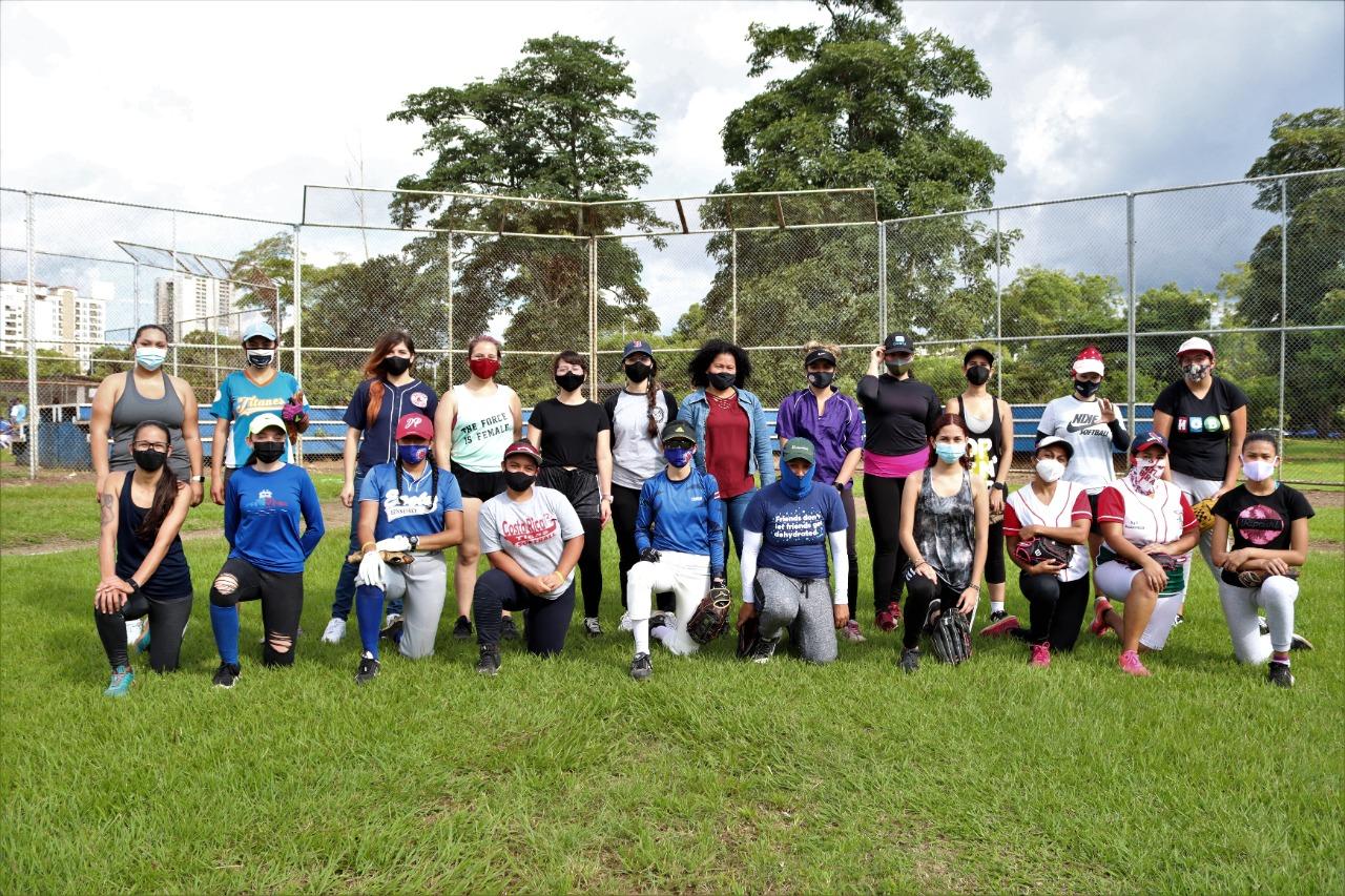 Costa Rica busca tener liga femenina de Béisbol